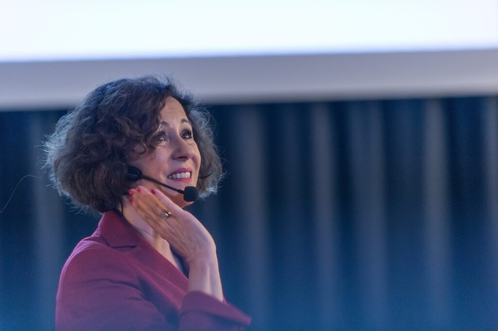 Portrait photo of Béatrice Müller speaking about the key to successful public speaking presentation